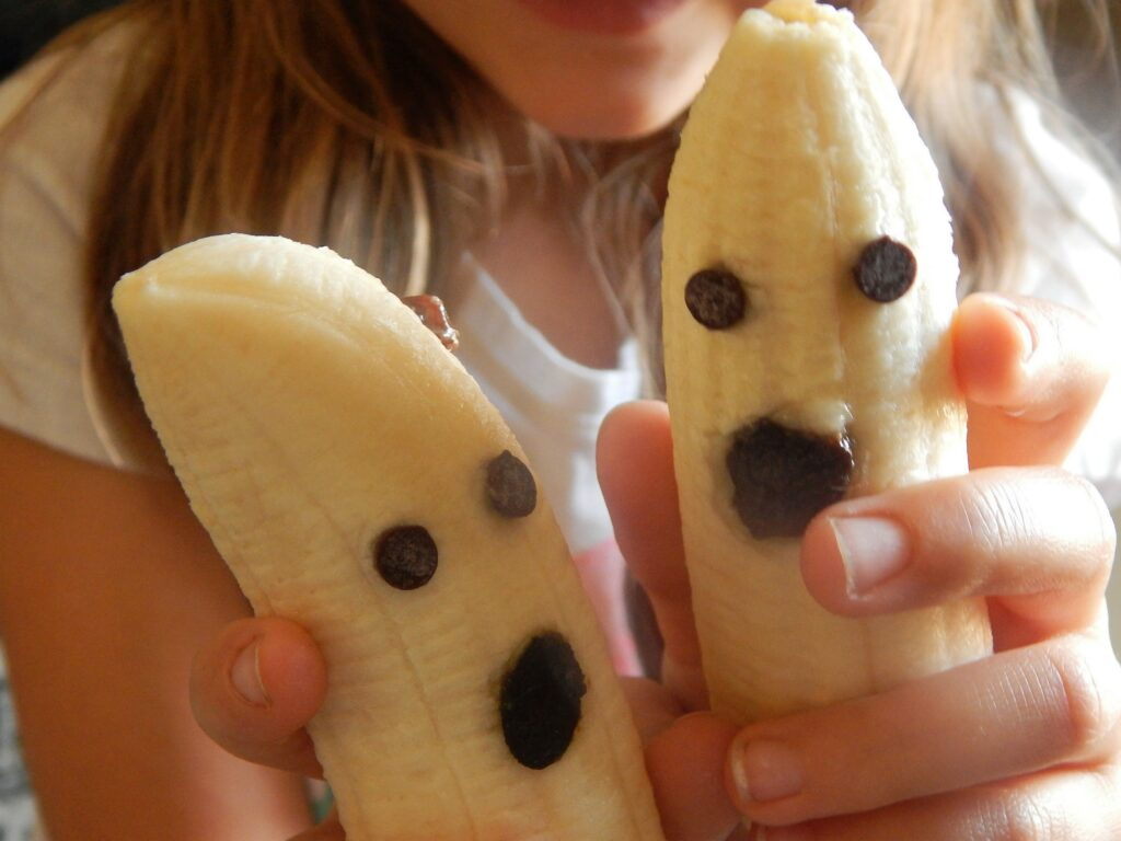 Fourganic Sisters banana ghosts healthy Halloween snacks