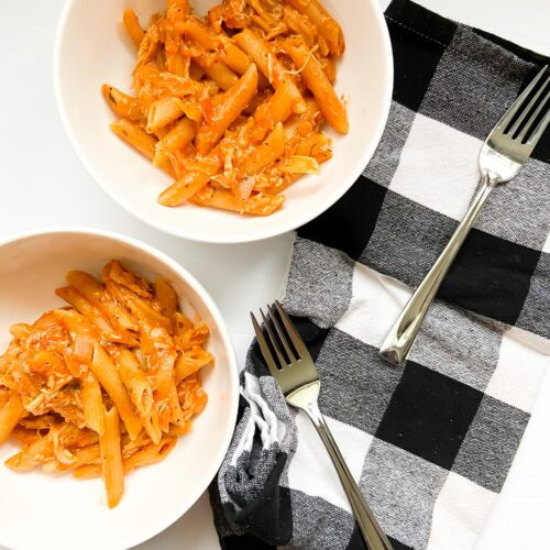 Two bowls of Cheesy Chicken Pasta | Fourganic Sisters